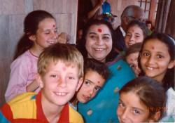 Shri Mataji with children